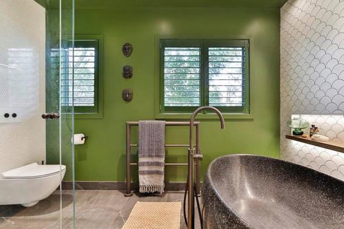 A Winning Bathroom at 2018 NKBA Awards.